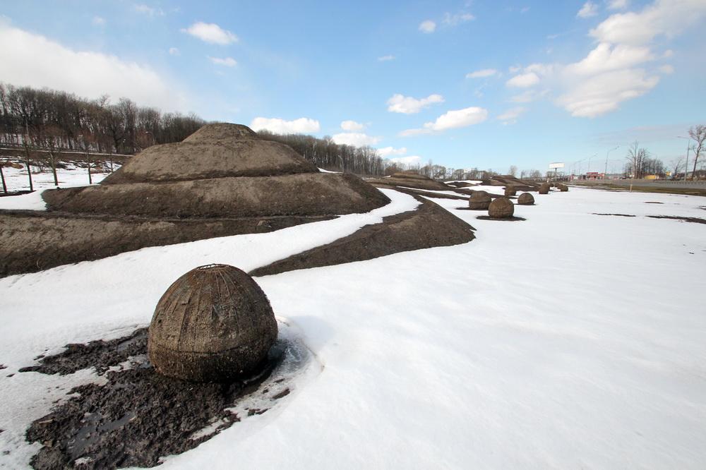 Парк Дальняя Рогатка, кучи земли