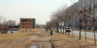 Парк Героев-Пожарных, аллея вдоль улицы Димитрова