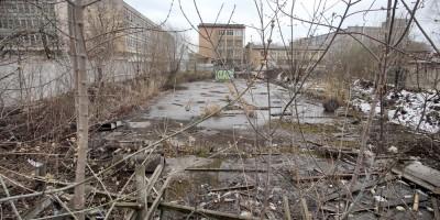 Стройплощадка на углу Промышленной и Калинина