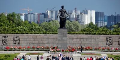 Пискаревское мемориальное кладбище, Родина-мать