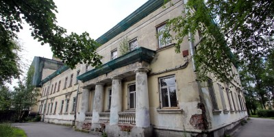 Сергиево, школа на Российском бульваре, задний фасад