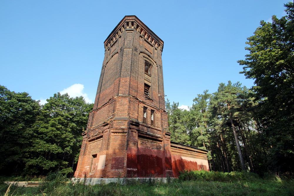 Старинная водонапорная башня с музеем внутри
