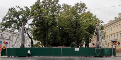 Конногвардейский бульвар, Колонны Славы
