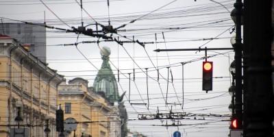 Троллейбусные провода на Невском проспекте