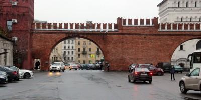 Полтавский проезд, арка