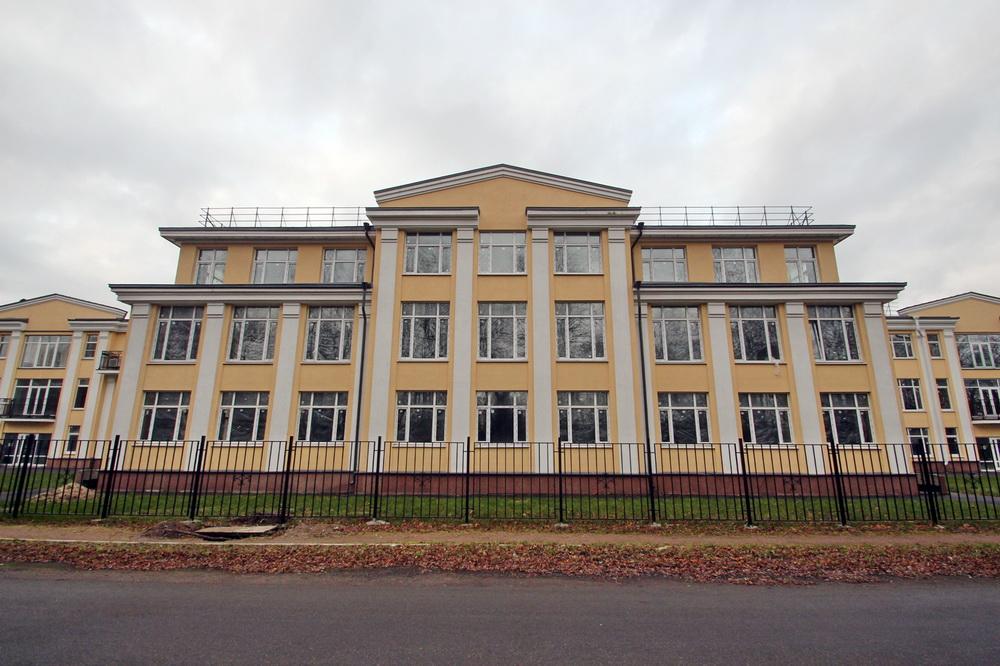Петергоф, Фабричная улица, 3, жилой дом