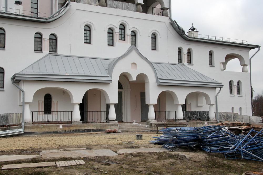 Пискаревский проспект, 41, Рождественский собор, вход