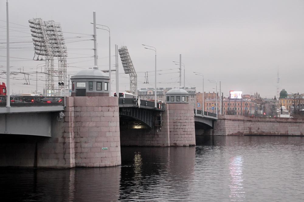 Тучков мост с ротондами