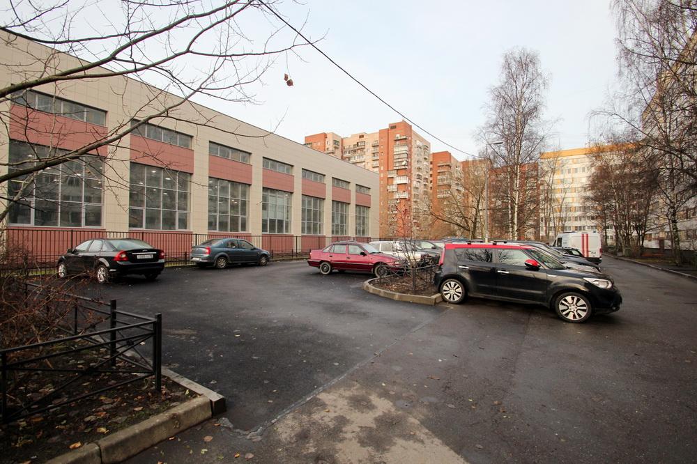 Улица Зины Портновой, 21, корпус 3, стоянка