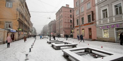 1-я Советская улица, скамейки