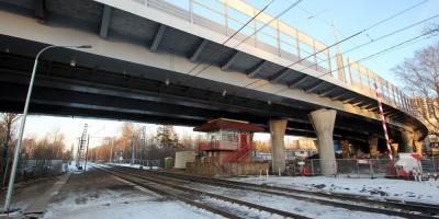 Поклонногорский путепровод, железная дорога