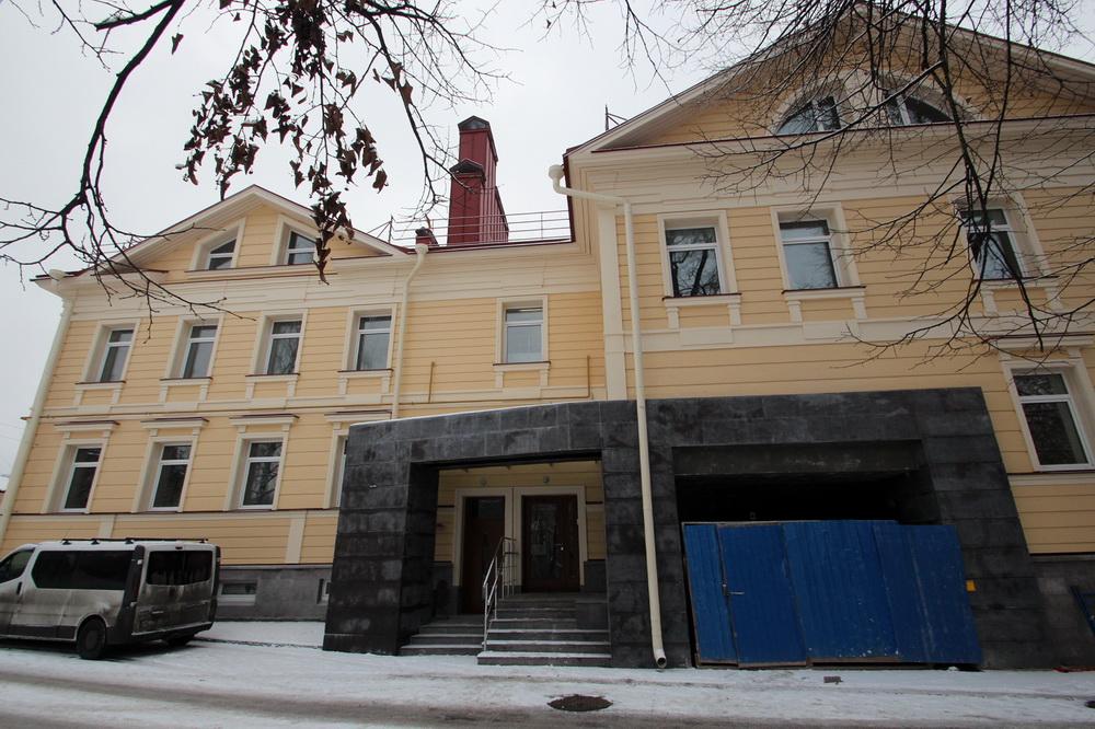 Пушкин, Церковная улица, 7, въезд в паркинг