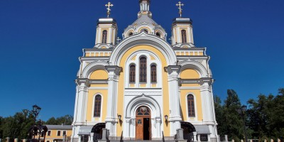 Свято-Троицкая церковь на Октябрьской набережной