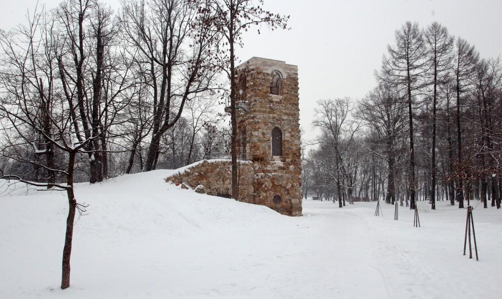 Стрельна, Башня-руина