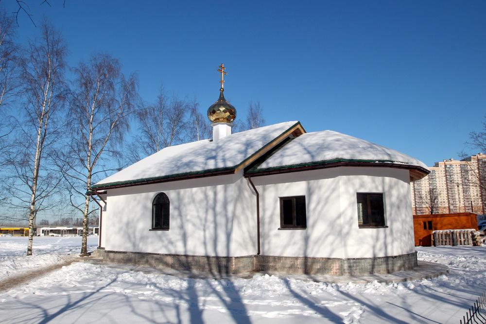 Улица Савушкина, малый храм