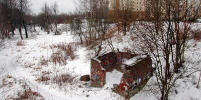 Рыбацкое, кирпичное здание возле моста
