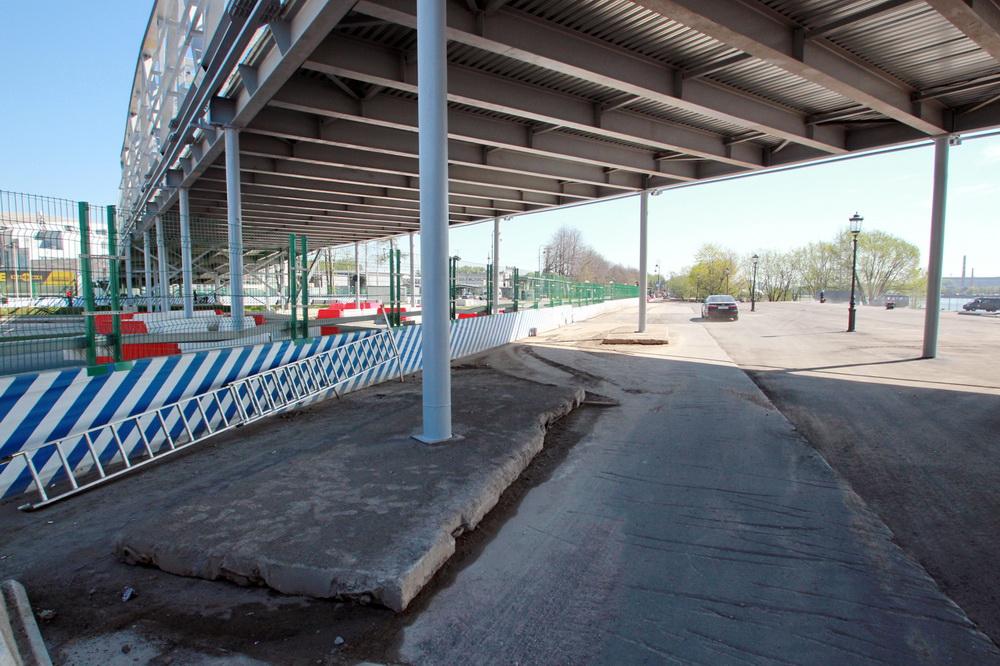 Южная дорога, пешеходный переход, колонны