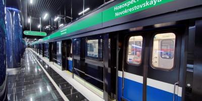 Станция Новокрестовская, поезд