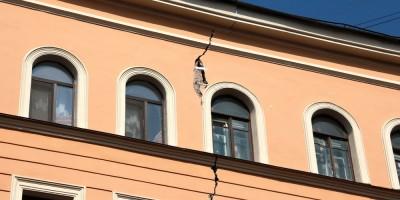 Улица Александра Невского, 10, трещина