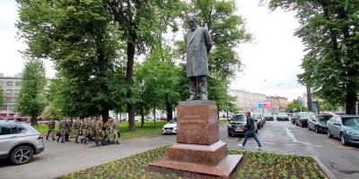 Боткинский сквер, памятник Боткину