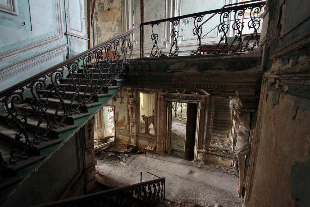 Октябрьская набережная, 38, особняк Веге, лестница