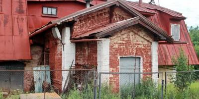 Петергоф, улица Демьяна Бедного, кузница, старинный фасад