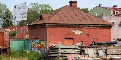 Станция Озерки, здание служб