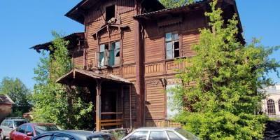 Варшавский вокзал, деревянный дом