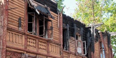 Варшавский вокзал, обгоревший деревянный дом