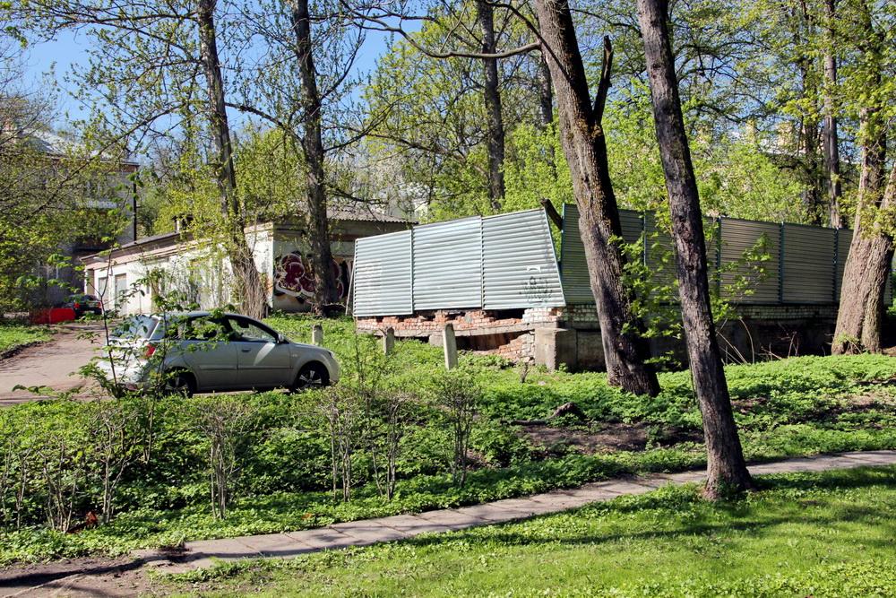 Пушкин, руины у Детского парка
