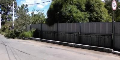 Староорловская улица, забор