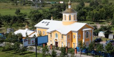 Проспект Косыгина, Покровская церковь в парке Малиновка