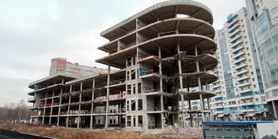 Недостроенное здание на улице Беринга, 27, корпус 6