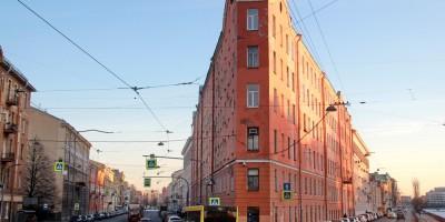 Дом-утюг на углу Садовой улицы и набережной Фонтанки