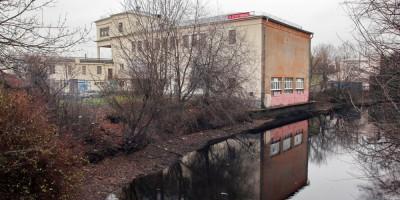 Стадион Кировец на Перекопской улице и река Таракановка