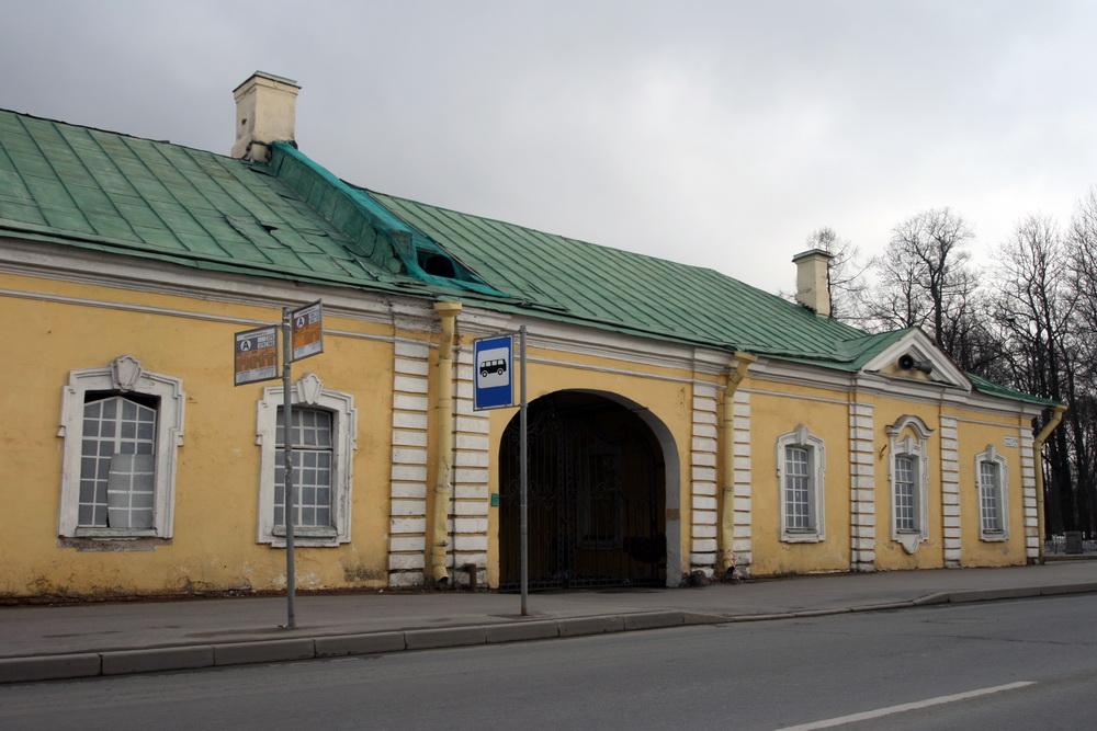 Пушкин, Конюшенная улица, 1