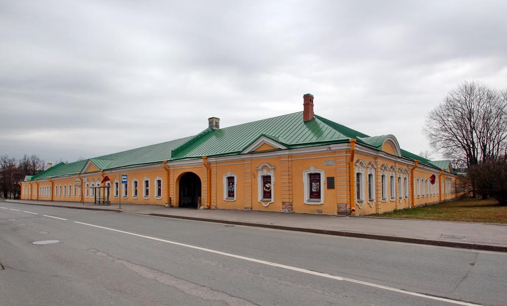 Пушкин, Нижние конюшни на Конюшенной улице, 1