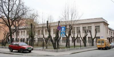 Тележная улица, сквер на углу с Кременчугской улицей