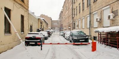 Черноморский переулок, шлагбаум