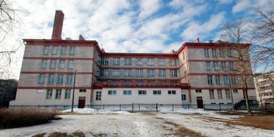 Стрельна, Санкт-Петербургское шоссе, дом 102а, школа, задний фасад