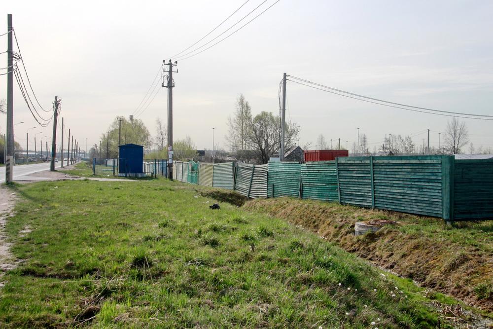 Сергиево, Волхонское шоссе, забор