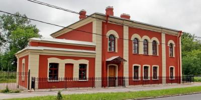 Школа Демина на Прудовой улице, 4, в Петергофе