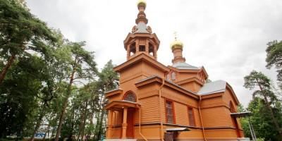 Петровская церковь на Лахтинском проспекте, 94, в Лахте
