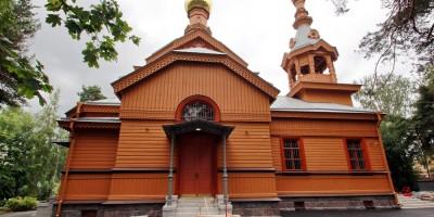 Петровская церковь на Лахтинском проспекте, 94, в Лахте, боковой фасад