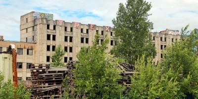 Улица Возрождения, дом 39, недостроенный завод