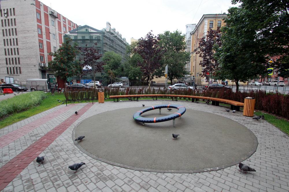 Сквер на углу 8-й Советской и Мытнинской улиц, площадка