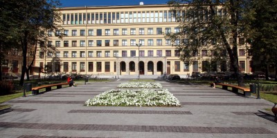 Торжковская улица, сквер перед прокуратурой
