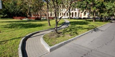 Торжковская улица, сквер перед прокуратурой, дорожка