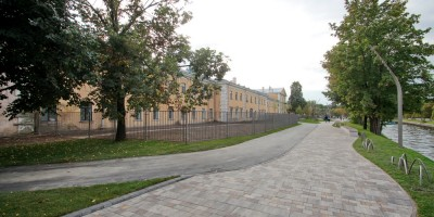 Набережная реки Карповки, пешеходная зона