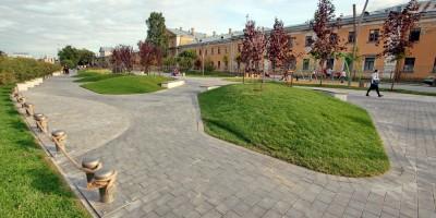 Набережная реки Карповки, пешеходная зона, цветники